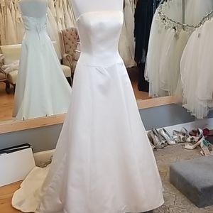 Sleek a-line wedding dress